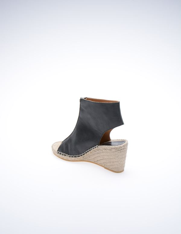 b570834dce8 Gunver Wedge Sandaler. Spar 450,-